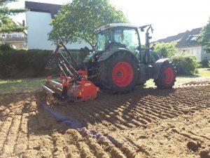 Traktor_pfluegt